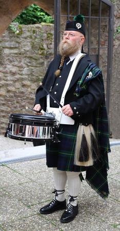 sporran: man with longbeard playing on a drum snaire in kilt