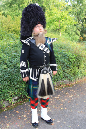 waist belt: Scotsman with long beard in typical outfit