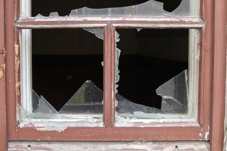 abandoned house with broken window Imagens