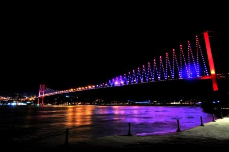 Istanbul Bosporus-Br�cke Fatih Sultan Mehmet-Br�cke in der Nacht Lizenzfreie Bilder