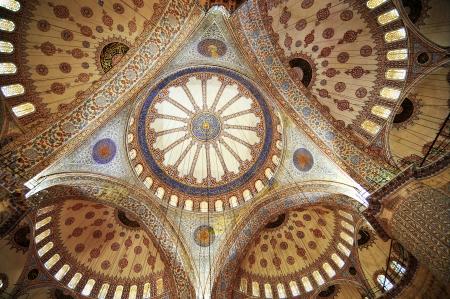 la cúpula de la Mezquita Azul en Estambul, Turquía Foto de archivo - 14392753
