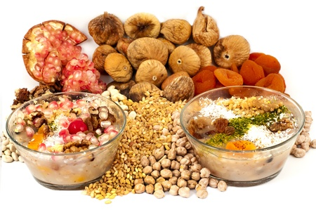 fichi: tradizionale dolce turco su uno sfondo bianco
