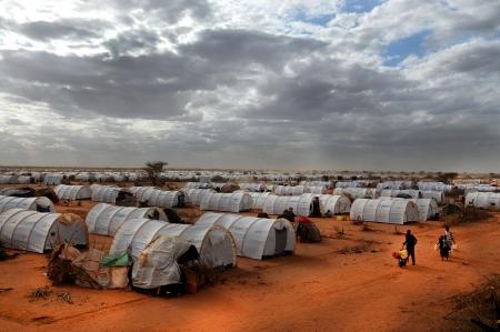 Eine allgemeine Ansicht der Zeltlager, wo Tausende von somalischen Immigranten Editorial