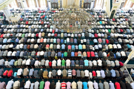 muslim prayer: Muslims to pray in the mosque waiting Editorial