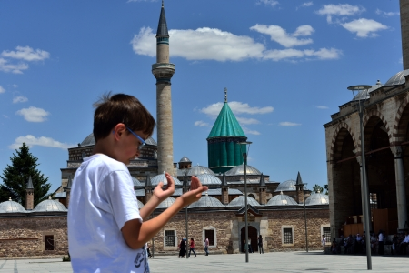 philosophers: child praying in front of the tomb of Mevlana
