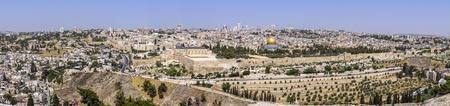 エルサレムの旧市街には、オリーブの山からの眺め。イスラエル 写真素材