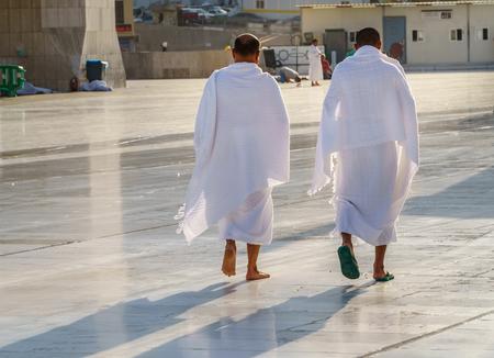 Musulmanes vistiendo ropa ihram y listos para el Hayy Foto de archivo