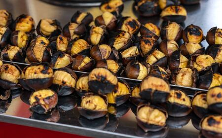 Chestnut is a delicious, healthy and nutritious food that is loved by everyone and identified with the winter season. Banco de Imagens