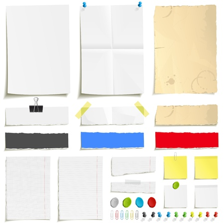 pushpins: Papel blanco doblado, papel sucio de edad, hojas rasgadas de papel, en blanco las p�ginas bloc de notas cuadrados y forrado y elementos para la fijaci�n de papel: pines, plastilina, cinta adhesiva y un conjunto de clip