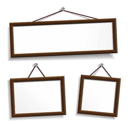 marco madera: Marcos de madera colgando de los clavos.