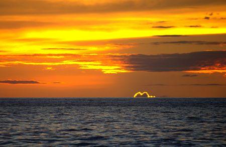 maui: Maui sunset with fringed cloud