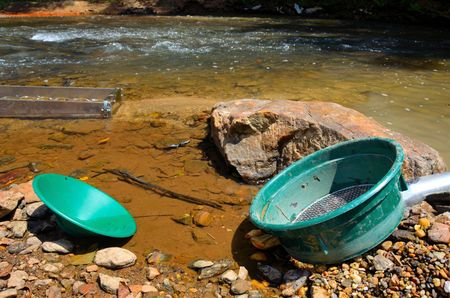 sluice: Gold panning with a sluice box, sifter and pan
