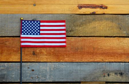 estrellas  de militares: Bandera americana en la madera de palets