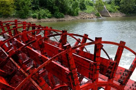 tennesse: rueda de la barca en el r�o Tennessee crucero