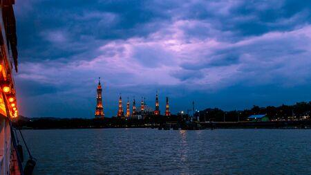 Samarinda Islamic center at night looking from the boat Stock Photo