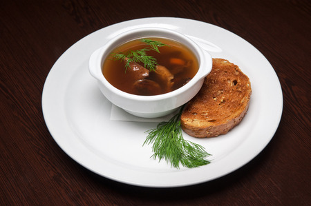 biscotte: Le menu - photo - app�tissant soupe de champignons avec biscotte Banque d'images