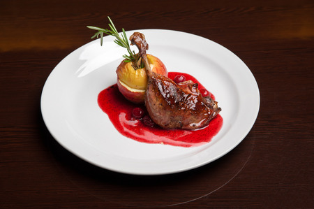 The menu - photo - delicious duck in cherry sauce with apple