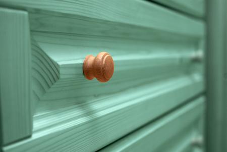 arredamento classico: shelf wooden chest closeup