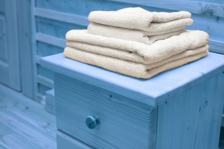 arredamento classico: wooden chest of drawers with bath towel Archivio Fotografico