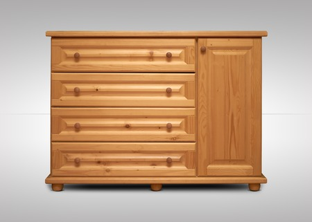 arredamento classico: armadio in legno isolato su sfondo