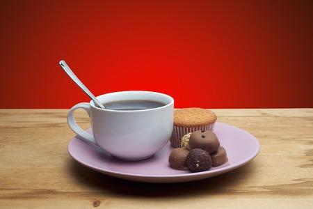 arredamento classico: cupcakes con cioccolato sul piatto