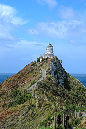 Nugget Point Lighthouse in New Zealand Imagens