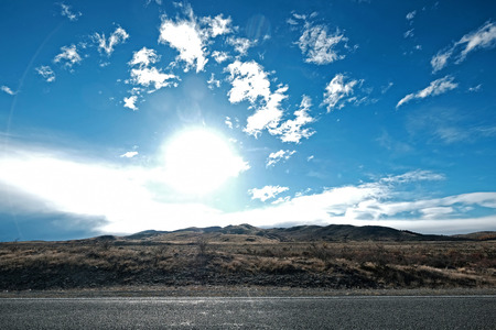 driving on the way from Lake tekapo to Mt Cook Valley Imagens - 115682026