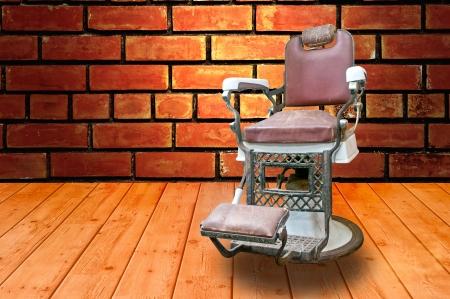barbero: Peluquer�a con silla vieja moda de Chrome Foto de archivo