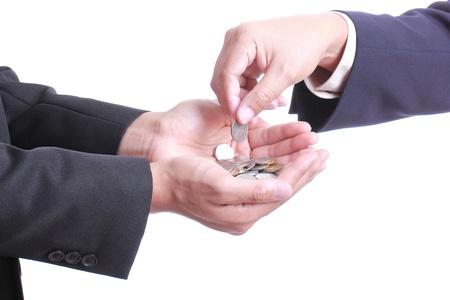 dare soldi: Imprenditore dare soldi al socio con sfondo bianco