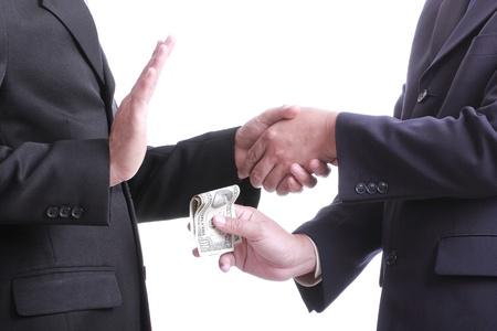 corrupcion: Hombre de negocios que dan dinero para la corrupción algo, pero otra gente no aceptada de hacer eso con el fondo