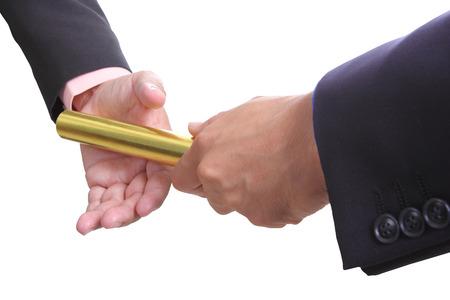 carrera de relevos: empresario enviar boton de oro a otro