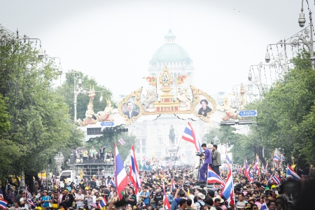 milion: BANGKOK - DEC 9: Many 5 milion people walked for anti government corruption on Jun 09, 2013 in Bangkok, Thailand. The protesters required Yingluck Shinawatra Prime Minister resign. Editorial