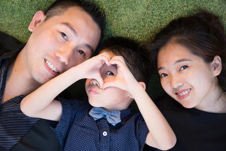 Asiatische Familie Porträt im Himmel Garten draußen Lizenzfreie Bilder