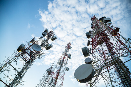 Telecommunication mast TV antennas with blue sky in the morning Standard-Bild