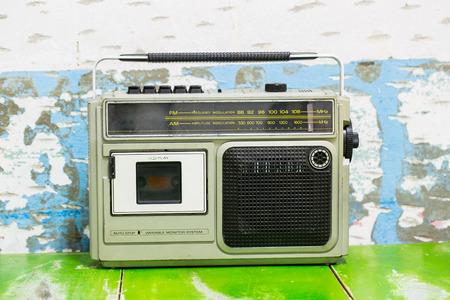 transistor: Radio del transistor de la vendimia con bakcground blanco Foto de archivo