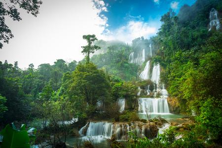 Thi Lo Su Wasserfall oder Thee Lor Sue in Thailand Lizenzfreie Bilder