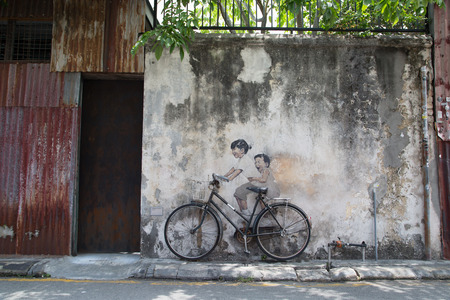 GEORGE TOWN,PENANG ,MALAYSIA- CIRCA March 26, 2015: Public street art Name Children on a bicycle painted 3D on the wall that's two little  Chinese girls riding bicycle.  in Georgetown, Penang, Malaysia. 報道画像