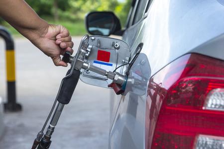 Combustible repostaje Alternativa, GNC, GLP, GNV en su vehículo Foto de archivo - 39255338