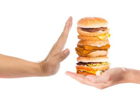 comida chatarra: Mano rechazar la comida chatarra con el fondo blanco