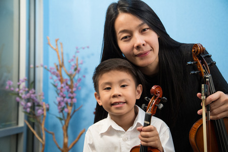 violinist: violinist playing violin musics and children in studio school. Stock Photo