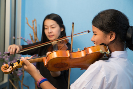 woman violin: violinist playing violin musics and children in studio school. Stock Photo