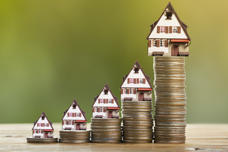 Sparen Sie Geld mit Stapel Geld Münze für das Wachstum Ihres Unternehmens