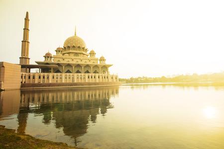 Putrajaya Moskee Maleisië in Twilight time. Stockfoto