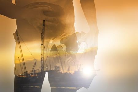 ouvrier: outil de maintien des travailleurs avec le temps Crépuscule sur la fête du Travail
