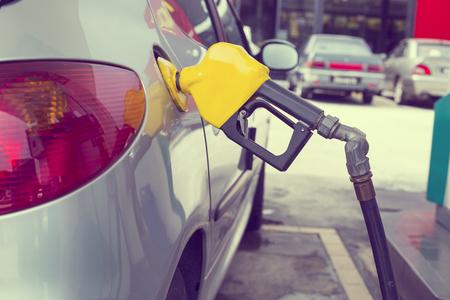 tanque de combustible: La estación de combustible, transportación auto concepto de energía de servicio. Foto de archivo
