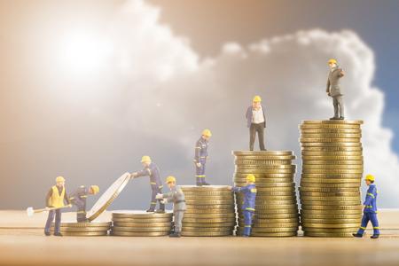 Gebäude Business-Team erhöhen Sie Ihre Wachstums Budget für Investitionen in die Zukunft.