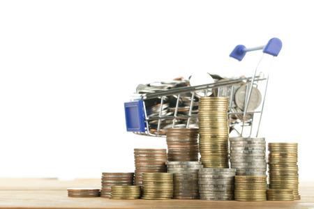 carretilla de mano: shopping cart and money with your e-commerce. Foto de archivo
