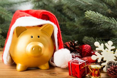 Sparschwein Weihnachten für Ihren großen Geschenke kaufen Standard-Bild - 46929351