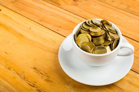 El café y el dinero para su presupuesto. Foto de archivo - 47564230