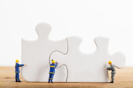Start uw bedrijf idee van Engineer team met puzzel.